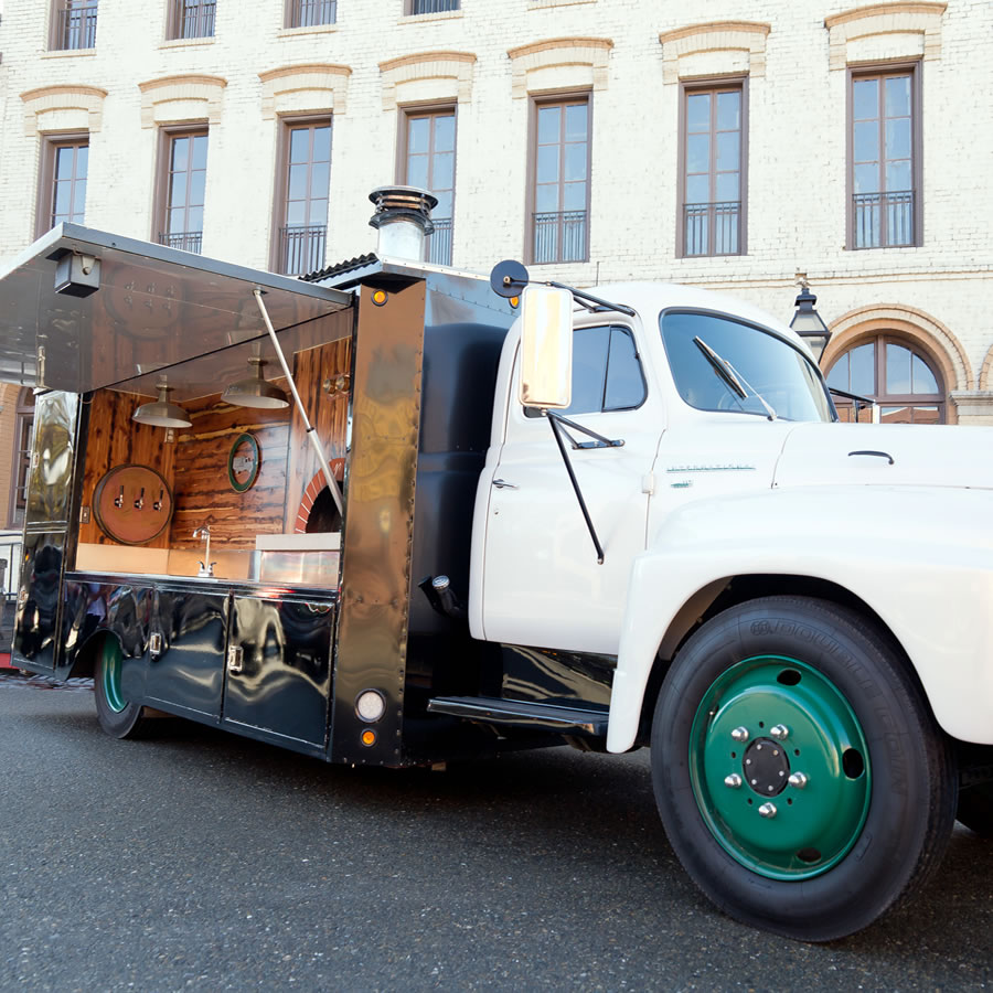 Flour Dust Pizza mobile, gourmet pizza truck